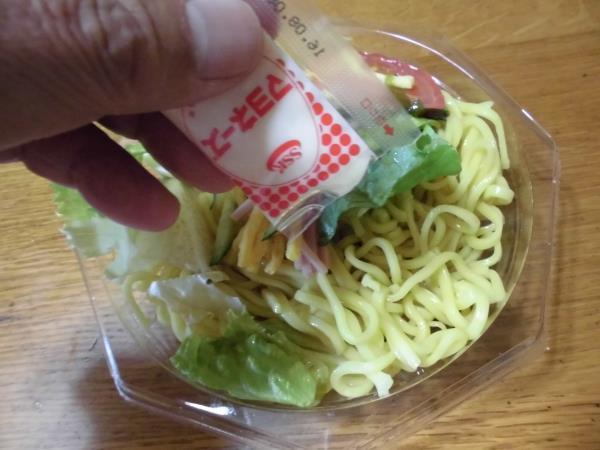デイリーカナートのミニ寿司セットと冷やし中華_c0118393_1734151.jpg