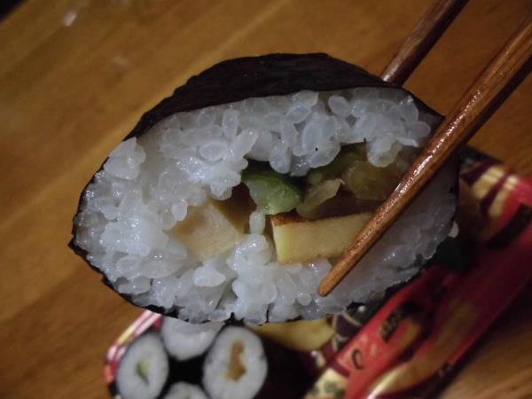 デイリーカナートのミニ寿司セットと冷やし中華_c0118393_1743429.jpg