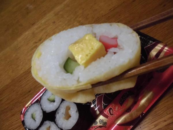 デイリーカナートのミニ寿司セットと冷やし中華_c0118393_17494034.jpg