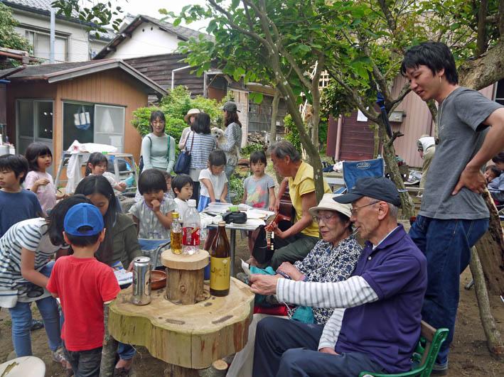 今年もカッちゃん邸の餅つき会に100人超える参加者5・3_c0014967_7574347.jpg