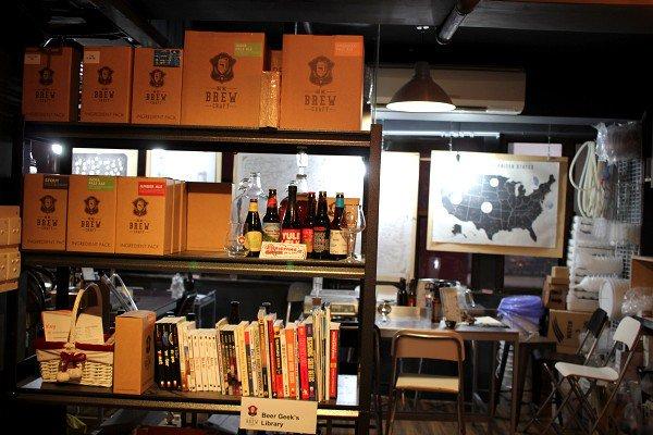 香港クラフトビア・ツアー <その3> HK BREW CRAFT / Beer & Fish / TIPPNG POINT_e0152073_0194249.jpg