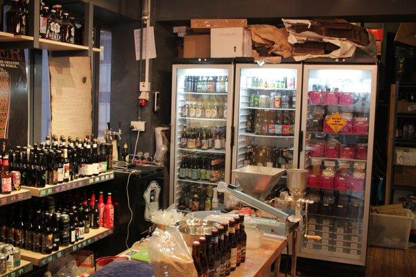 香港クラフトビア・ツアー <その3> HK BREW CRAFT / Beer & Fish / TIPPNG POINT_e0152073_0195631.jpg
