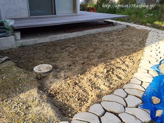 芝生張りの下準備・土壌改良_c0293787_13100500.jpg