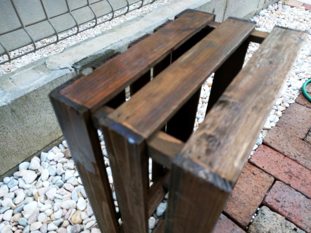 木箱にニスを塗り塗り_b0052094_11542060.jpg