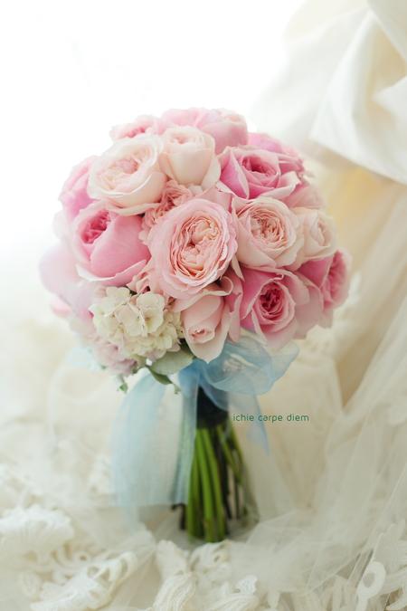 クラッチブーケ ウェスティンホテル様へ バラと芍薬のピンクと髪飾り 水色のドレスに _a0042928_21521924.jpg