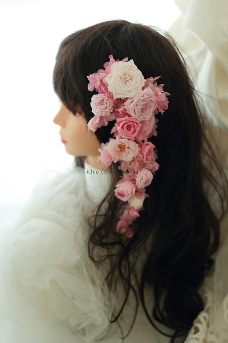 クラッチブーケ ウェスティンホテル様へ バラと芍薬のピンクと髪飾り 水色のドレスに _a0042928_22202821.jpg