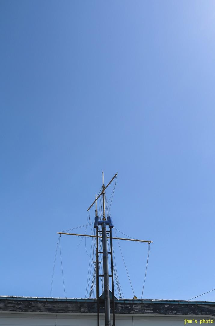 抜ける青空と港の青と切ない思い出のモノクロ_a0158797_2255414.jpg