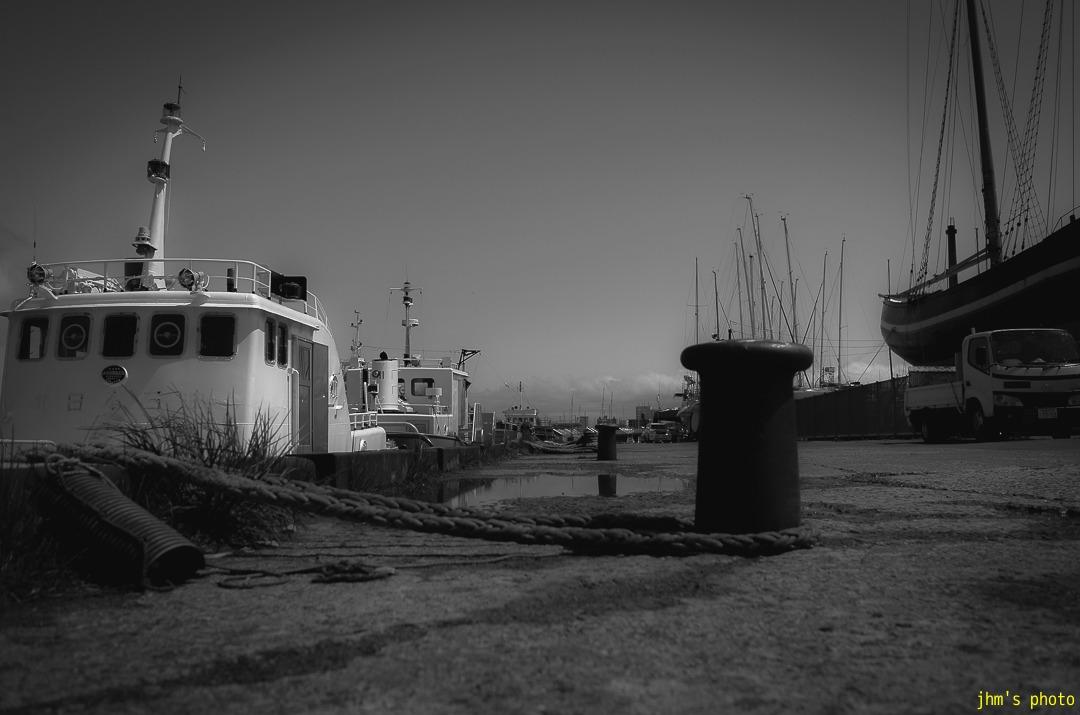 抜ける青空と港の青と切ない思い出のモノクロ_a0158797_22584497.jpg