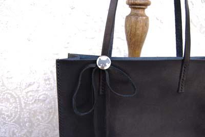 ブラックレザーの紙袋みたいなバッグ_f0155891_11475040.jpg