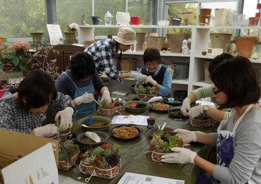 母の日特別講座「多肉植物のハートリース」_f0139333_15393741.jpg
