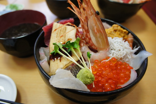 【那珂湊の市場:12種盛り海鮮丼&炙り丼】_f0215714_1704561.jpg