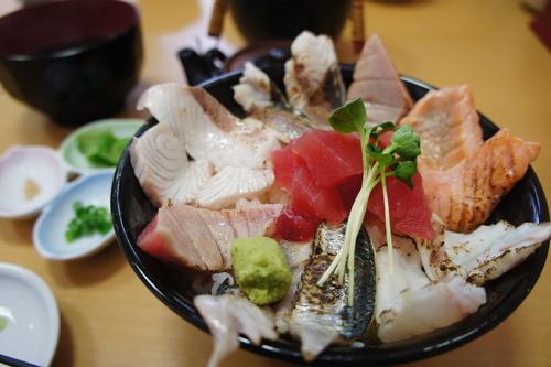 【那珂湊の市場:12種盛り海鮮丼&炙り丼】_f0215714_1711317.jpg