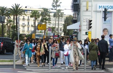 中国団体観光客 ( Groupe de tourists Shinois )。_b0287748_1544085.jpg