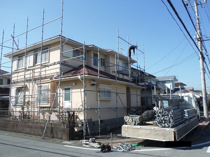 屋根・外壁の塗り替え ~ 足場組み_d0165368_854476.jpg