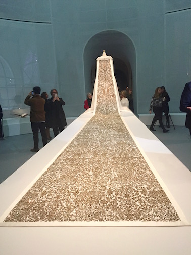 必見!メトロポリタン美術館のファッション展覧会「Manus x Machina 」は見逃したら損するレベル!_c0050387_1524974.jpg