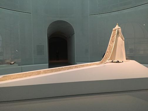 必見!メトロポリタン美術館のファッション展覧会「Manus x Machina 」は見逃したら損するレベル!_c0050387_1531031.jpg