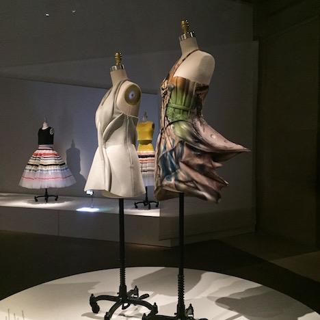 必見!メトロポリタン美術館のファッション展覧会「Manus x Machina 」は見逃したら損するレベル!_c0050387_1563175.jpg