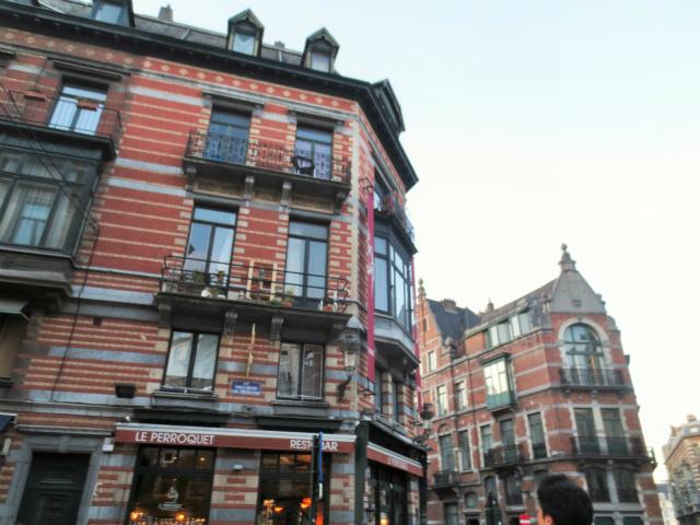 ブリュッセルへ23 不思議なカフェ・バー_b0064411_07291420.jpg
