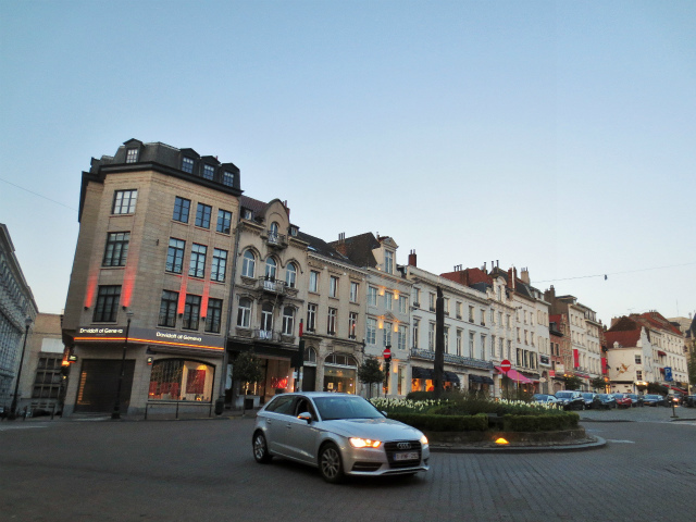 ブリュッセルへ23 不思議なカフェ・バー_b0064411_07291460.jpg