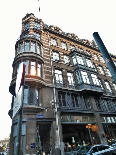ブリュッセルへ23 不思議なカフェ・バー_b0064411_07291556.jpg