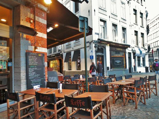 ブリュッセルへ23 不思議なカフェ・バー_b0064411_07291583.jpg