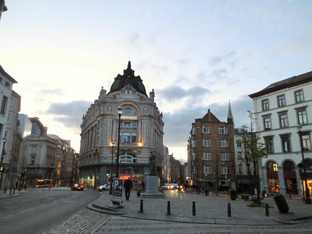 ブリュッセルへ23 不思議なカフェ・バー_b0064411_07321776.jpg