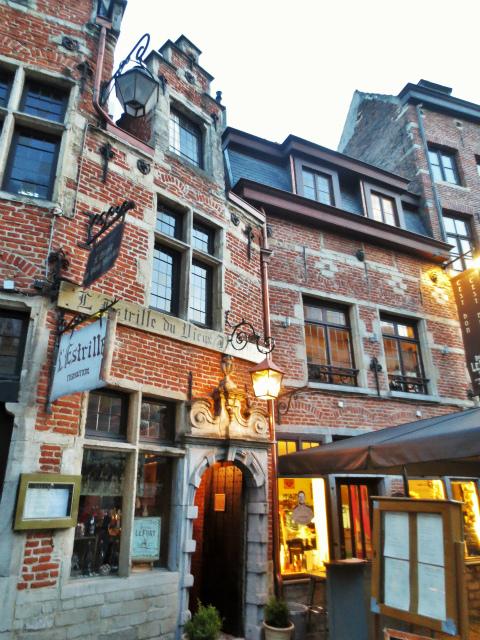 ブリュッセルへ23 不思議なカフェ・バー_b0064411_07321860.jpg