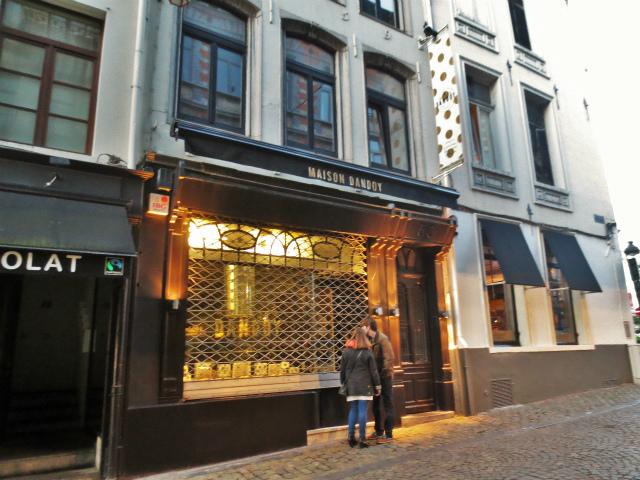 ブリュッセルへ23 不思議なカフェ・バー_b0064411_07321864.jpg
