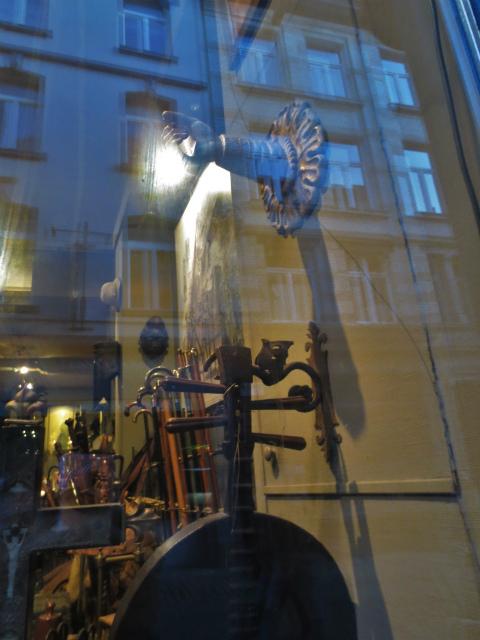ブリュッセルへ23 不思議なカフェ・バー_b0064411_07321892.jpg