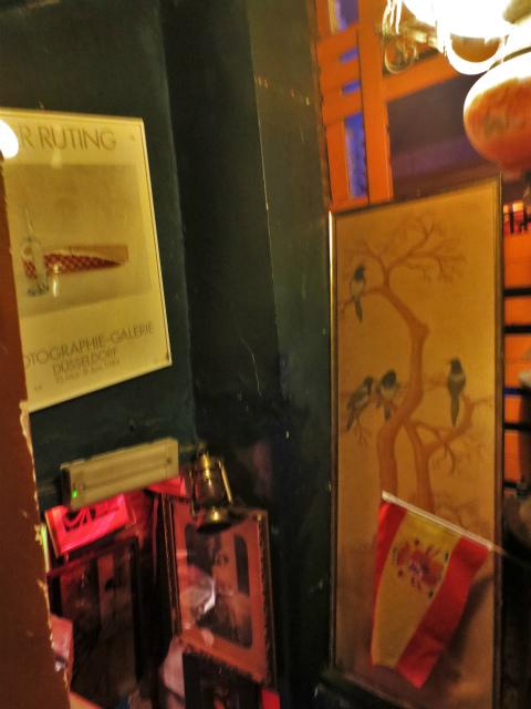 ブリュッセルへ23 不思議なカフェ・バー_b0064411_07381618.jpg