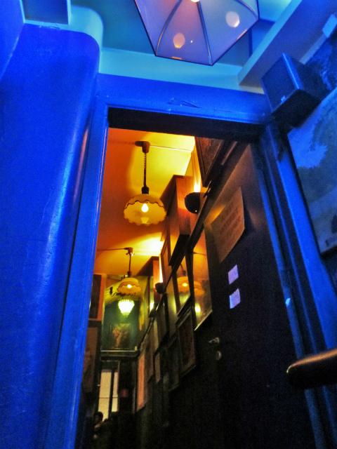 ブリュッセルへ23 不思議なカフェ・バー_b0064411_07381684.jpg
