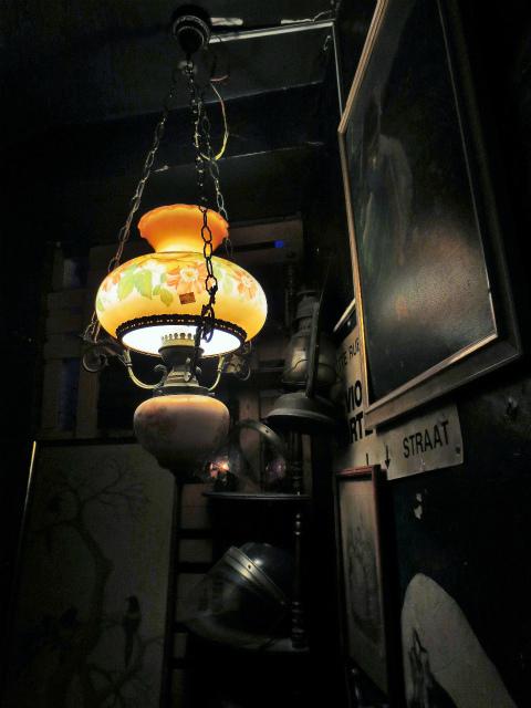 ブリュッセルへ23 不思議なカフェ・バー_b0064411_07381696.jpg