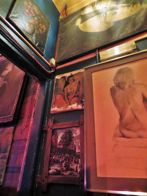 ブリュッセルへ23 不思議なカフェ・バー_b0064411_07381713.jpg