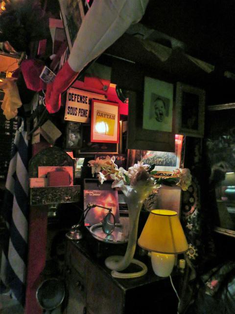 ブリュッセルへ23 不思議なカフェ・バー_b0064411_07392742.jpg