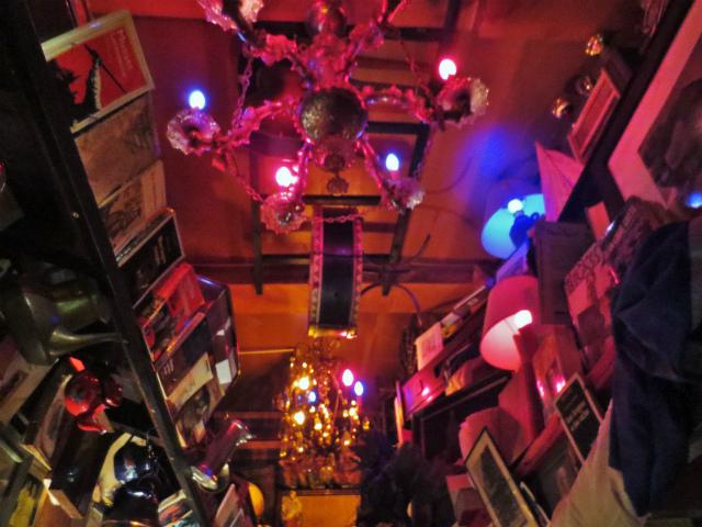 ブリュッセルへ23 不思議なカフェ・バー_b0064411_07392788.jpg