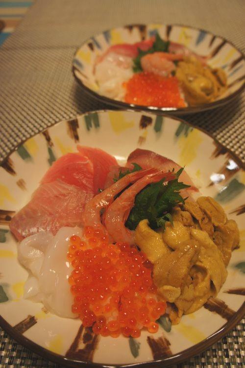 【市場で買ったウニで海鮮丼】_f0215714_175225.jpg