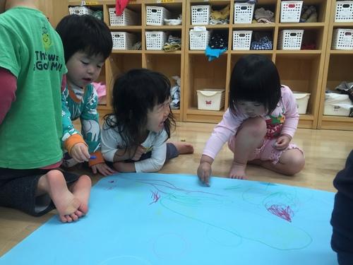2歳児きりん組 みんなでお絵かき_c0151262_15234988.jpg