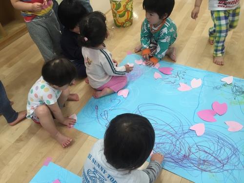 2歳児きりん組 みんなでお絵かき_c0151262_15261771.jpg