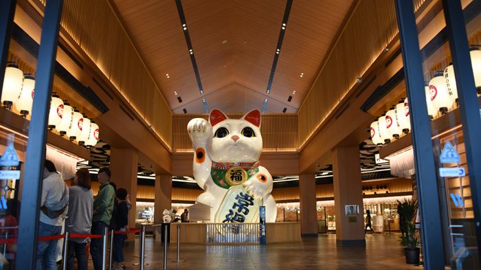 これはすごい!世界最大級の巨大招き猫!イオンモール常滑(愛知県)_e0171573_1737854.jpg
