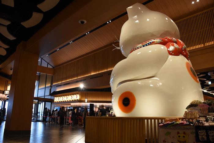 これはすごい!世界最大級の巨大招き猫!イオンモール常滑(愛知県)_e0171573_173873.jpg