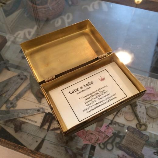 真鍮ケースと半袖ブラウス。_a0164280_13223050.jpg