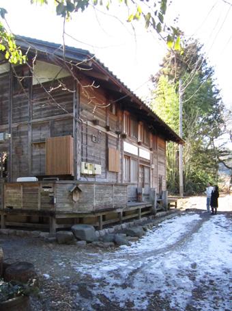 左右対称の建築・・板倉の家_c0195909_1244256.jpg