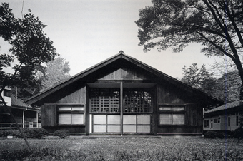 左右対称の建築・・板倉の家_c0195909_12451698.jpg