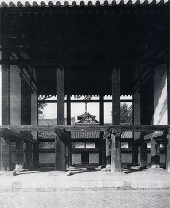 左右対称の建築・・板倉の家_c0195909_12452660.jpg