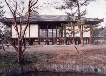 左右対称の建築・・板倉の家_c0195909_12453119.jpg