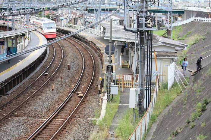小さな駅と昭和の光景。。_a0214329_9312351.jpg