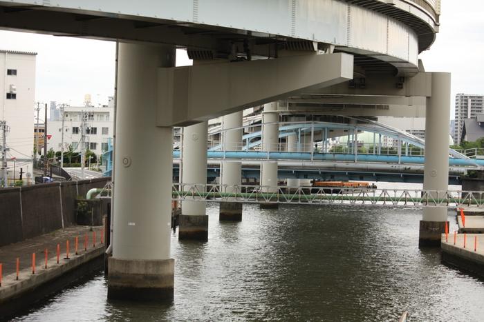 小さな駅と昭和の光景。。_a0214329_9393226.jpg