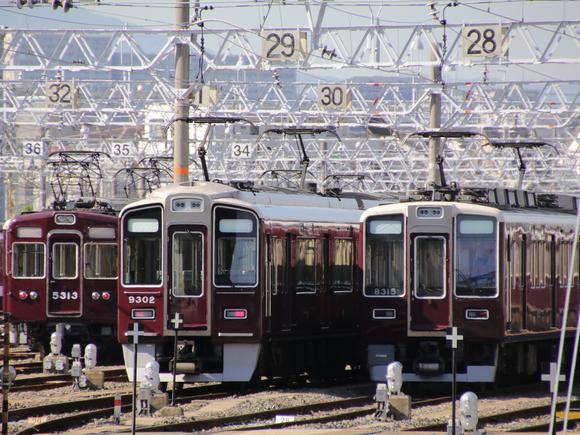阪急正雀 シングルアームパンタ同士!。_d0202264_2138685.jpg