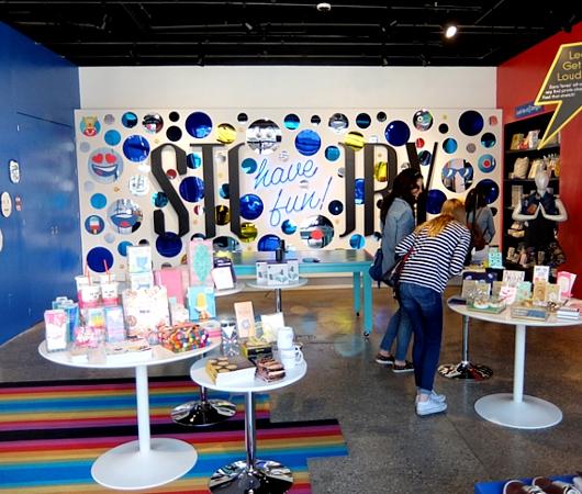 NYの新感覚小売店、ストーリー(Story)の「have fun!」編_b0007805_7533852.jpg
