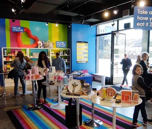 NYの新感覚小売店、ストーリー(Story)の「have fun!」編_b0007805_7544845.jpg